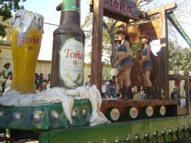 Toña girls at the Hipica parade.  They're real.