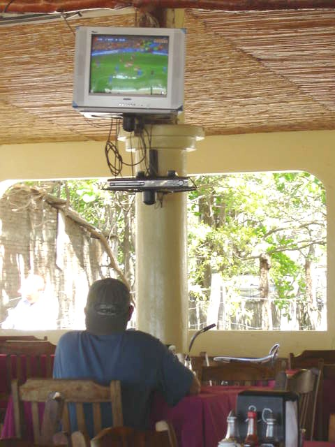 Pat watching the *#%! fútbol in SJDS