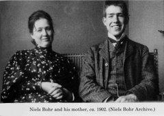 Niels Bohr con su madre, los científicos...
