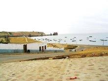 Vista da baía, falésia e SOS (Fábrica de Conservas)