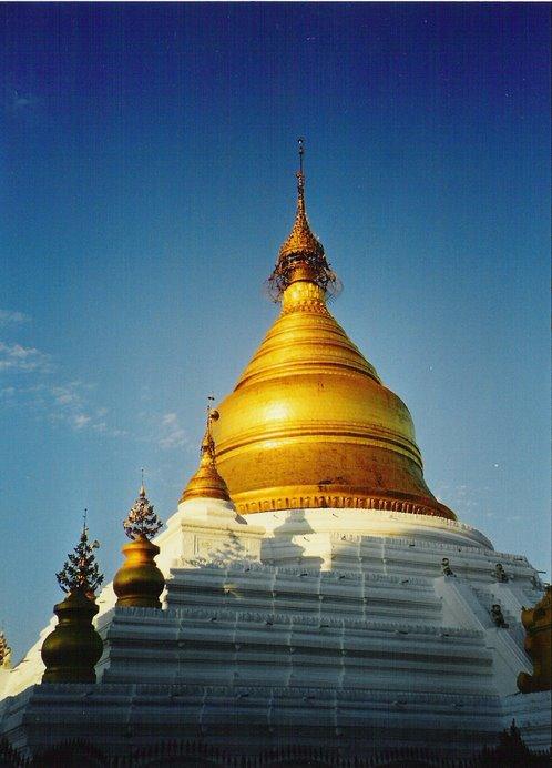 Una de las cúpulas de oro que rematan las impresionantes Pagodas Birmanas.