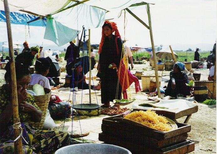 Arha, Kalinga,Moken ,Zoado,Thai..son algunas de las etnias que se pueden encontrar en Burma