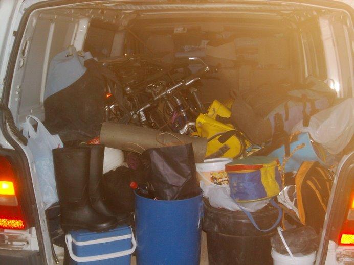 Es increible la cantidad de material que se necesita y mas si después de la cueva toca bicicleta