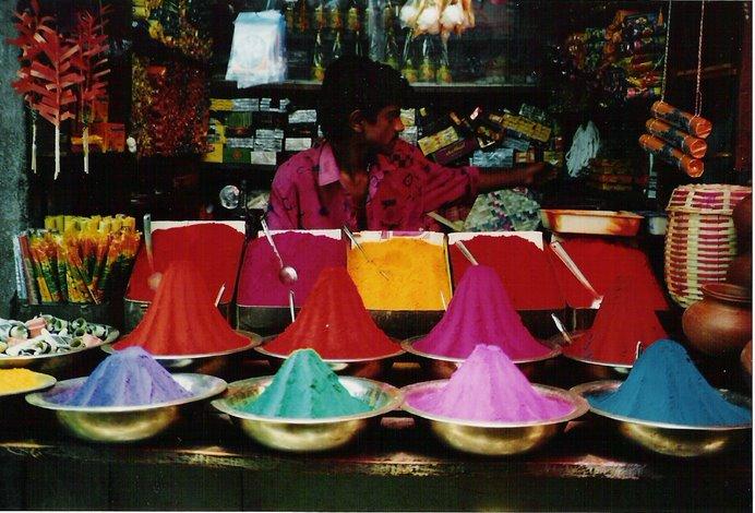 Los colores de la India, tan penetrantes como sus olores,tan intensos y picantes como sus sabores.