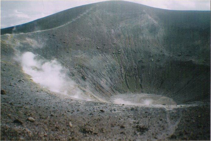 El crater del Vulcano, otro mítico volcán al que se puede acceder sin problemas.