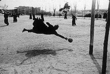 """""""Cuanto de importante sé de la moral humana lo he aprendido en el fútbol."""" Albert Camus"""