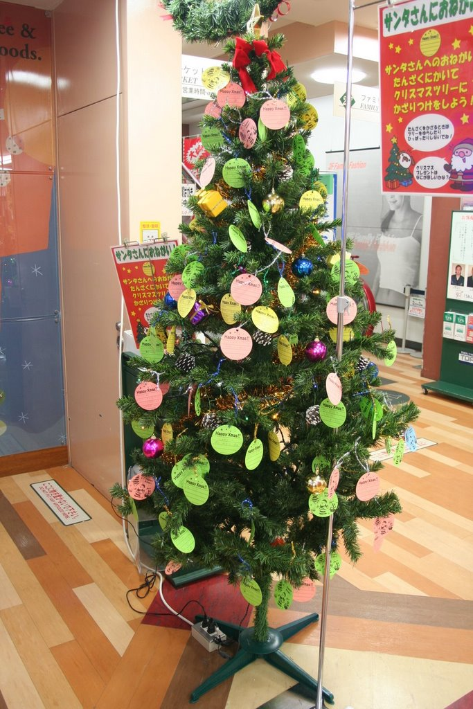 Here and There Japan: Department Store Christmas Tree Wishes