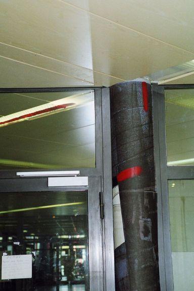 papiers marouflés et acétate dans néon