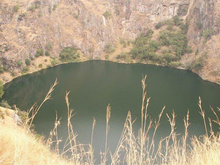 Lac de cratère volcanique