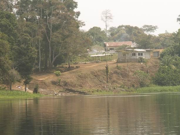 le village depuis le fleuve