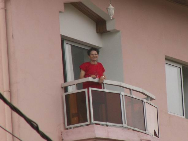 Madame au balcon