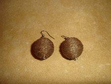 Bolas de corda castanhas
