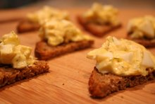 egg salad bites on rye