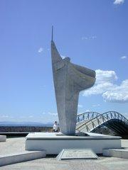 To άγαλμα του Άγνωστου Στρατιώτη στην παραλία του Βόλου