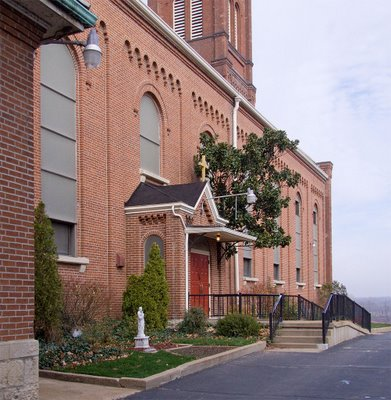 Saint Francis Borgia Church in Washington, MIssouri - view of side