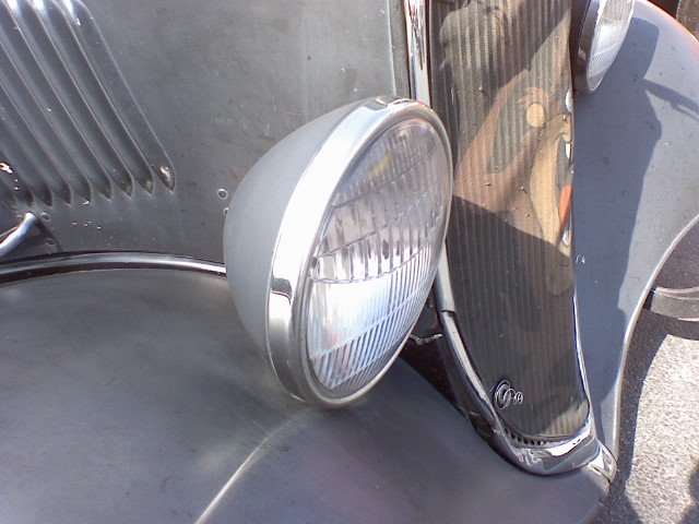 1933 Ford Headlights : The vintage metal headlights