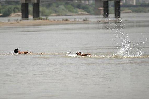 نهر كارون والسباحة في الصيف