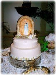 Gruta de la Virgen iluminada