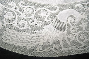 Lace peacock edging