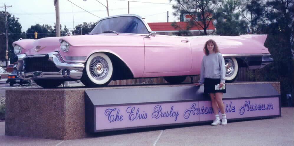 Su caddy rosa se exhibe ahora en el Graceland Museum,la mansión de Presley en Memphis, Tennessee.