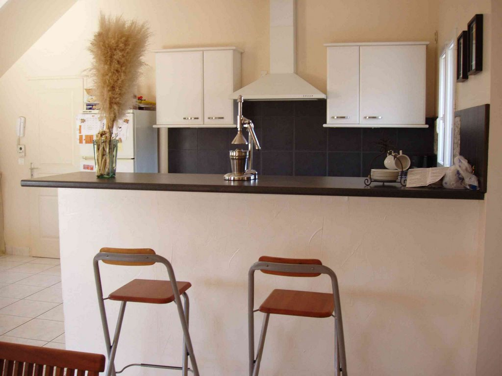 trendy quipe pour le nombre la cuisine vous sduira par son ouverture sur le jardin de luentre et. Black Bedroom Furniture Sets. Home Design Ideas