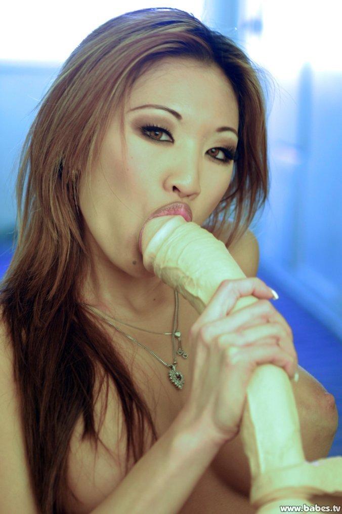 Miko Lee Nude Pics