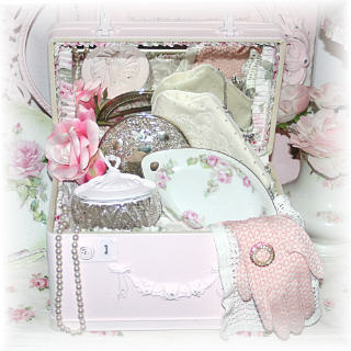~ New Vintage Traincase in Treasured Memories ~