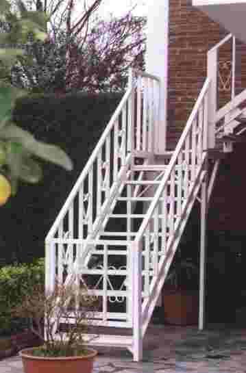 Eleve escaleras y barandas for Escaleras economicas