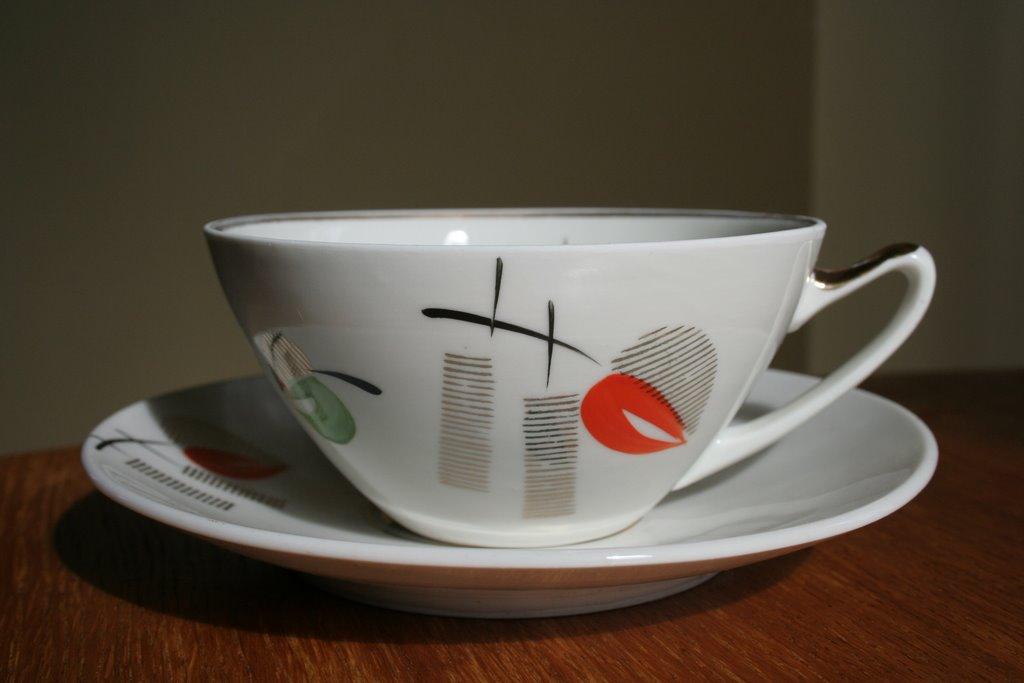 88486c38411 Käsitsimaalitud kohvi-ja alustass ja koogitaldrik, Riia Portselanivabrik,  1953-62.