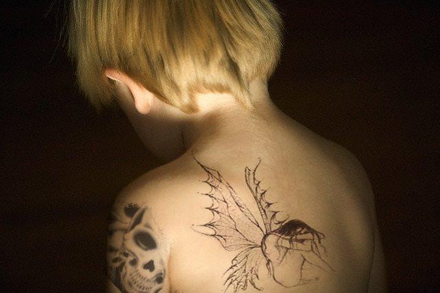 Deivison Ramos Aplicando Tatuagem