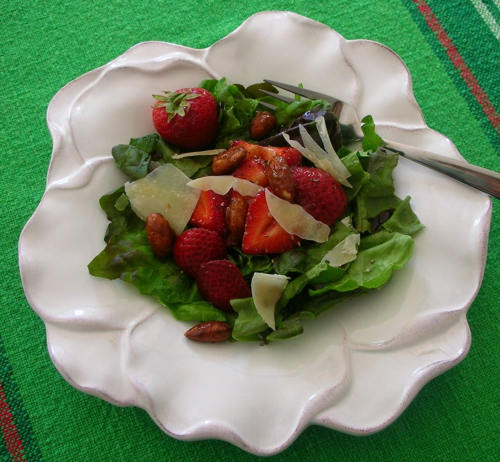Poppy Hill Tuscan Kitchen: Kitchen Parade Extra: Strawberry Pepper Salad ♥