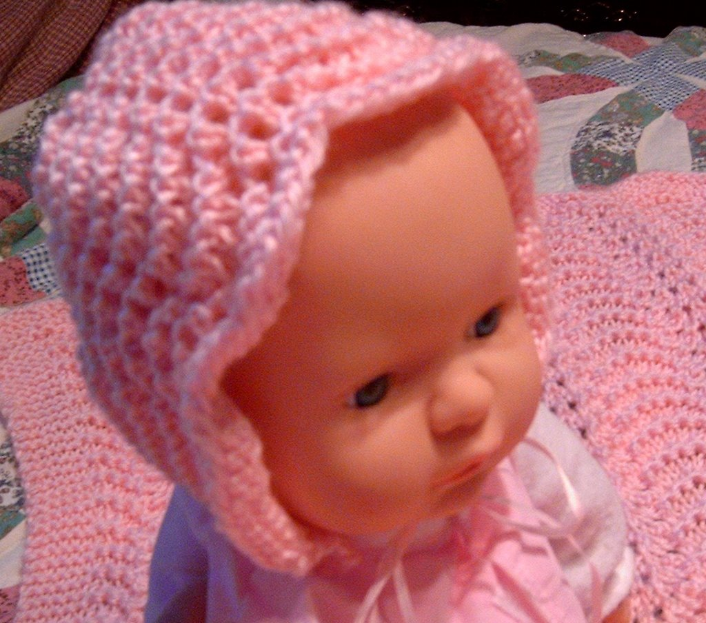 Spinning Sandy S Ditsy Drivel Baby Bonnet And Blanket