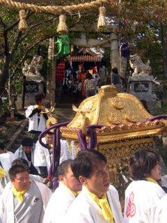 mikoshi leaving the shrine
