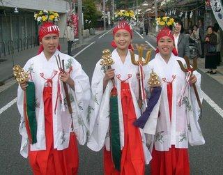 3 shrine maidens