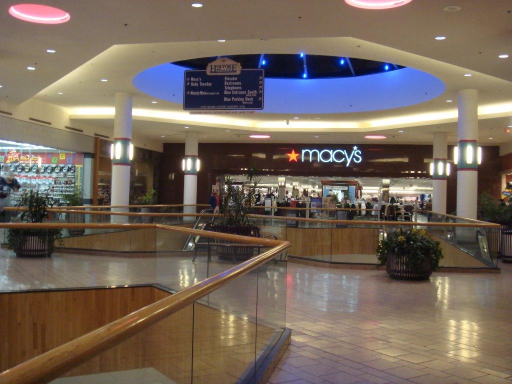 Macys holyoke mall