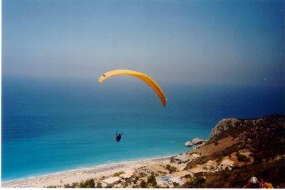 Πτήση με αλεξίπτωτο πλαγιάς στη Λευκάδα ...