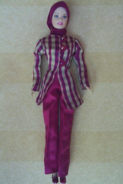 Kami tawarkan khusus untuk anda Arrossa - boneka barbi muslimah dengan  balutan busana muslim yang syar ie. Saat ini tersedia 15 model dengan seri  bermacam ... badc14a1f0