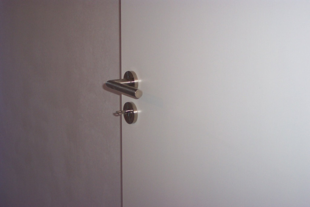 buldern wir kommen men in white. Black Bedroom Furniture Sets. Home Design Ideas