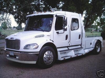 Texas Toy Haulers: 2005 FREIGHTLINER M2 106 SPORT CHASSIS CREW CAB