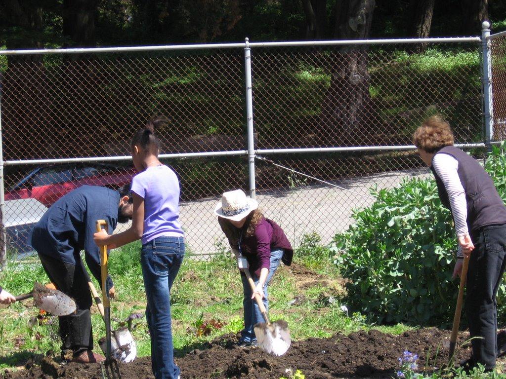 Urban Sprouts School Gardens: April 2006