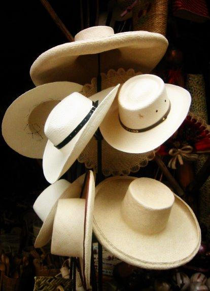 También están los típicos sombreros de paja y toquilla 691a5ac18c4