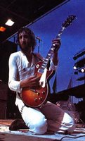 pete townshend playing the gibson les paul deluxe