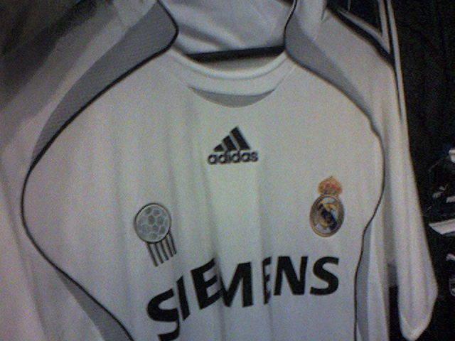 huge discount 55e2e 798fc Imagen de la próxima camiseta del Real Madrid, observad el logotipo de la  izquierda, que significa  Mejor club del siglo XX