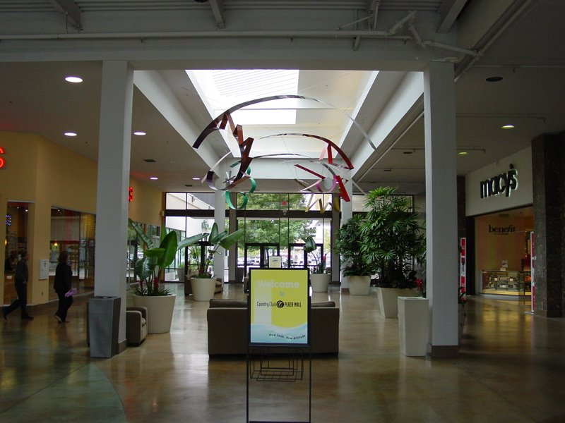 Find shopping malls in Sacramento, California. List of mall locations, hours, store lists, phone numbers, service information and more.