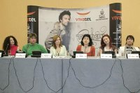 Famous pop star Tarkan arrives in Bulgaria for a concert, organized with the support of the new mobile operator Vivatel, Sofia Music Enterprises and Universal. The Marketing Communications Manager of vivatel Maria Toycheva on behalf of the operator supported the first concert of the Turkish performer in the country.