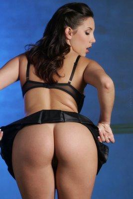 Maria Lapiedra fica nua durante programa da tv