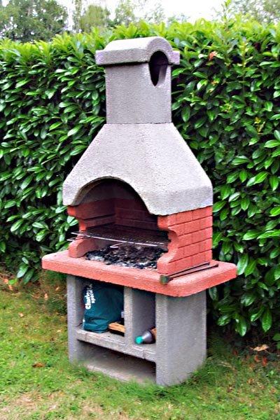 barbecue en pierre a bricomarche. Black Bedroom Furniture Sets. Home Design Ideas