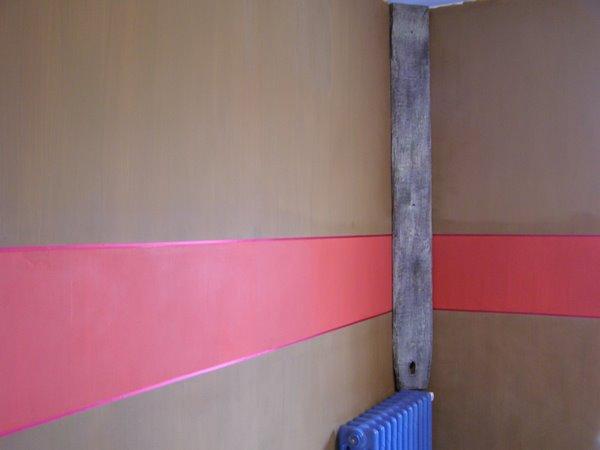d coplus faire sa peinture rouge et chocolat pour un effet graphique. Black Bedroom Furniture Sets. Home Design Ideas
