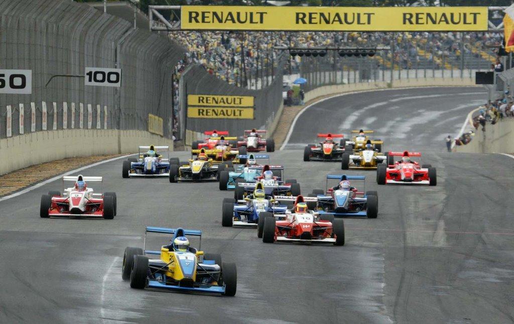 São Paulo - Nelson Merlo fechou com chave de ouro a temporada da Fórmula  Renault. O campeão de 2005 venceu a 14ª e última etapa e entrou para a  história da ... bd3cd55fac2
