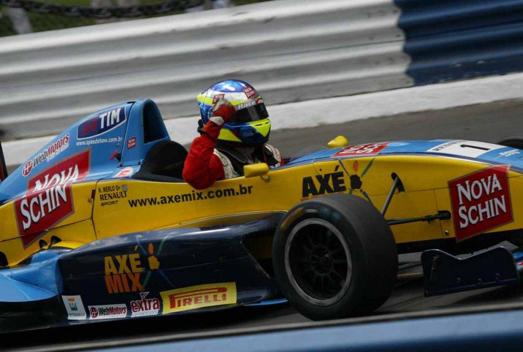 Salvador (BA) - Nelson Merlo conquistou a sua quarta vitória na temporada e  disparou na liderança da Fórmula Renault. Neste domingo à tarde b17d1d29a65